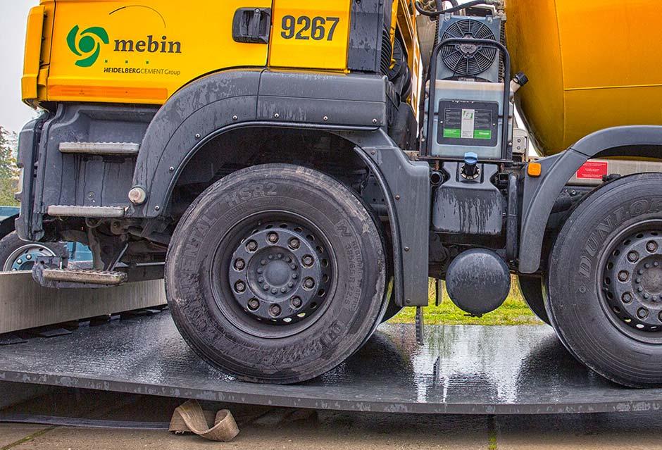 Truck rijdt over betonplaat van 45 millimeter